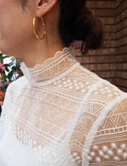 【GREED】グリード/STRIPE EMBROIDERY HIGH NECK SHORT BLOUSE